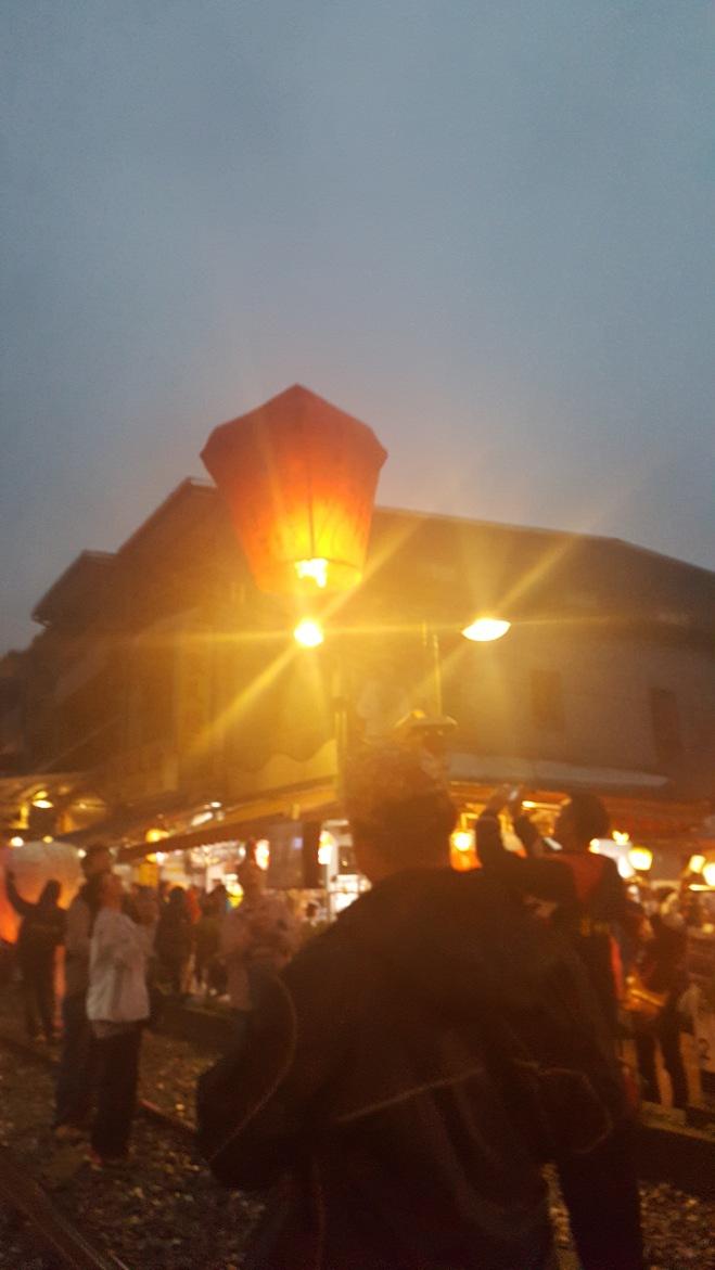 So many lanterns flying toward the sky!